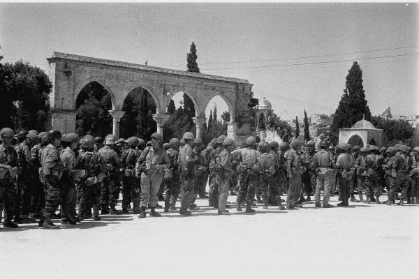 """חיילי צה""""ל על הר הבית. צילום: דן פרגוס, לע""""מ"""