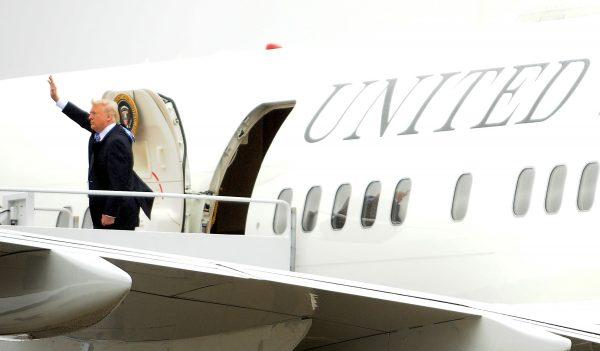 הפקידות שלו מלאה באנשי אובמה. טראמפ צילום: Mary Calvert, רויטרס