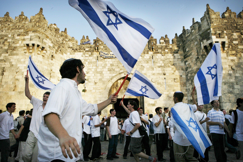 """""""היום היחיד שבו שער הפרחים ושער האריות סגורים ליהודים הוא יום ירושלים"""". ריקודגלים צילום: נתי שוחט, פלאש 90"""