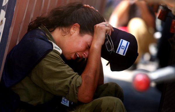 """""""לא השכל שלי בכה, אלא הנשמה היהודית שהבינה שזה לא נתפס"""". גלר ביום הגירוש צילום: Pierre Terdjman , פלאש 90"""