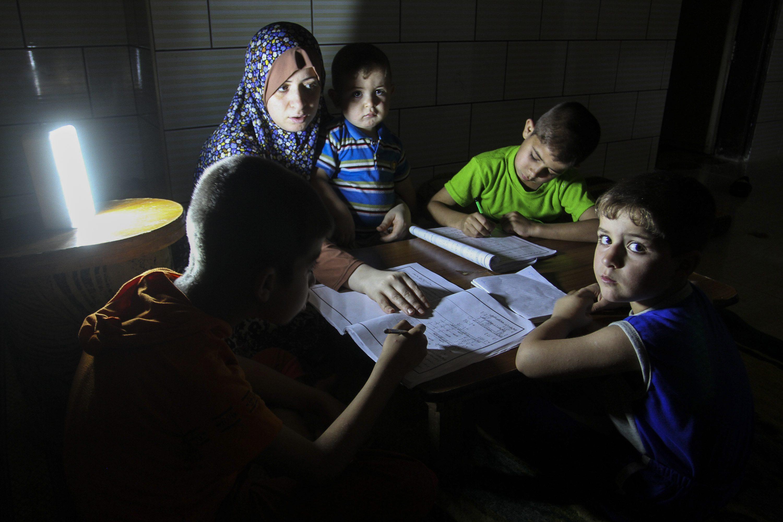 בסופו של דבר זו מחווה לאבו-מאזן. מחסור חשמל בעזה צילום: Abed Rahim Khatib, פלאש 90