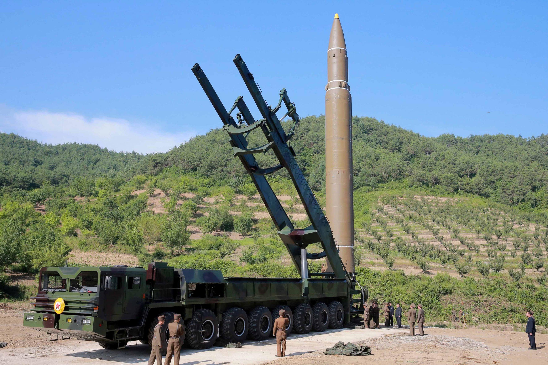 טכנולוגיה לייצור טילים ארוכי טווח עשויה לזלוג מצפון קוריאה לאיראן. הטיל הצפון קוריאני צילום: KCNA KCNA, רויטרס