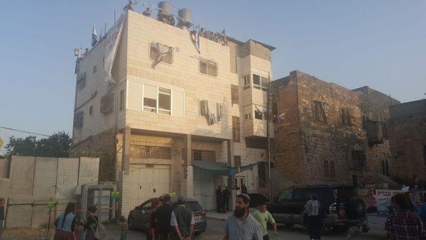 איש מהערבים החותמים על המסמכים לא הגיש התנגדות לרישום. בית המכפלה