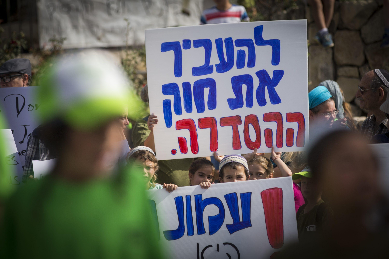 """לכנסת יש סמכות מלאה לחוקק גם ביו""""ש. הפגנות בעד חוק ההסדרה צילום: יונתן זינדל, פלאש 90"""