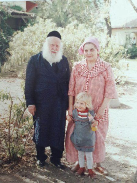 """""""הסתדרנו שתי משפחות במטבחון אחד בלבד בשלום ובשלווה"""". הרב אברהם שפירא זצ""""ל ורעייתו הרבנית פנינה צילום: ארכיון המשפחה"""