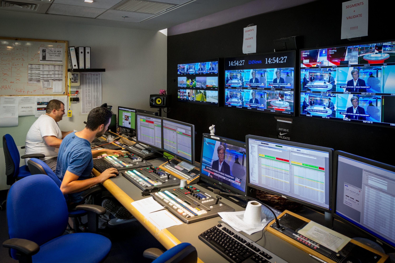 רוב העורכים והמגישים הם אנשי שמאל מובהקים. אולפן ערוץ i24news צילום: Claude Truong-Ngoc / Wikimedia Commons