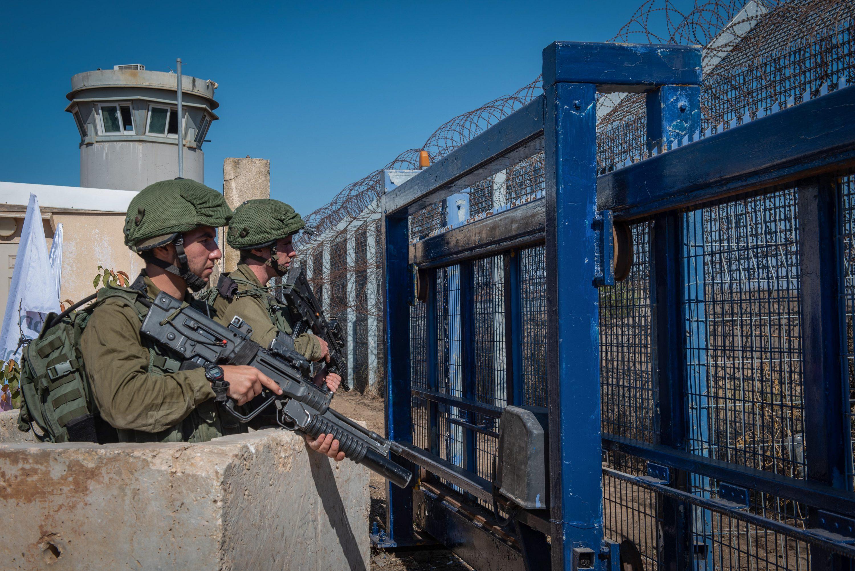"""איזנקוט הוא הראשון שפרסם מסמך של אסטרטגיית צה""""ל. חיילים בגבול סוריה צילום: Basel Awidat, פלאש 90"""