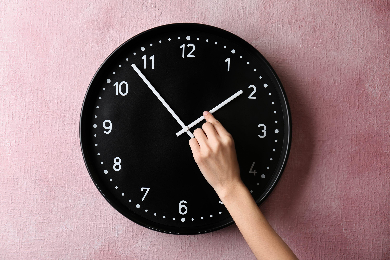 למה לא להזיז בתשע בערב? שעון החורף צילום: שטרסטוק