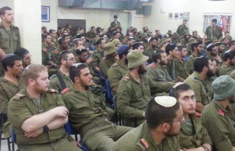 """שר הביטחון: חיילים דתיים יזכו לימי """"השתלמות תורנית"""""""
